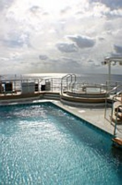 Queen Mary 2  Stem Pool Jacuzzi 2