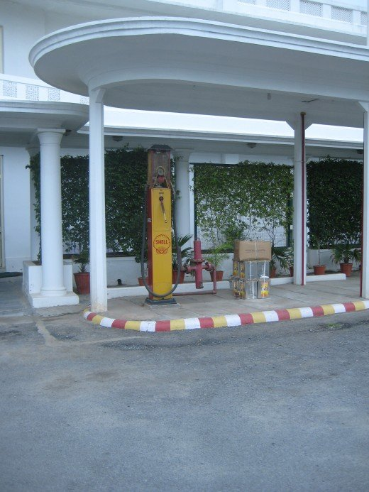 Old Shell petrol pump @ the car museum