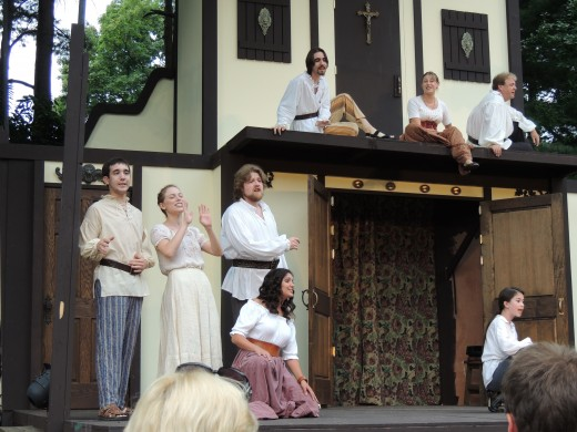 Cast singing Renaissance songs from Shakespeare's time before the play. (Ohio Shakespeare Festival)
