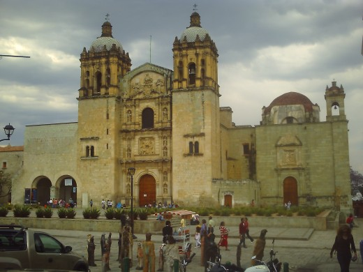 Iglesia de Santo Domingo on the left and its monastery on the right.