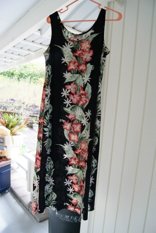 Hilo Hattie Floral Motif Black Dress