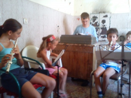 Mateo leads the young musicians in a makeshift practice room.