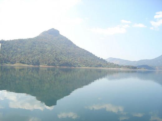 Edamalayar dam reservoir