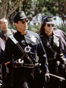 Sylvester Stallone and Sandra Bullock in Demolition Man (1993)