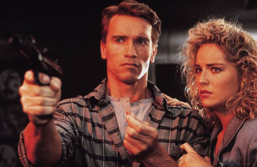 Arnold Schwarzenegger and Sharon Stone in Total Recall (1990)