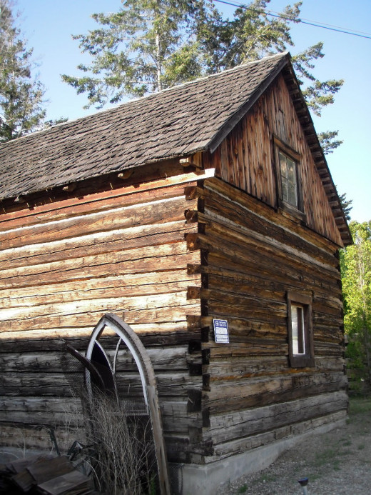 New Chase Museum building, built from hewn logs with dove-tailed corners, in the style used in the region ca 1900.