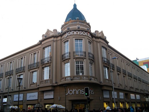 This Neoclassic style structure is now a National Historical Monument, and has been reconstructed several times, due to the various earthquakes. The department store is now responsible for its upkeep.