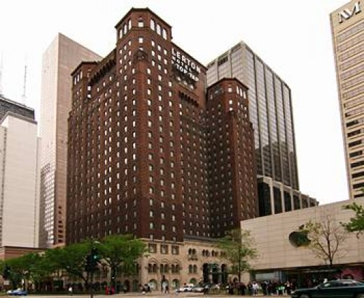 Full view of 24-story Allerton Hotel from across Michigan Avenue.