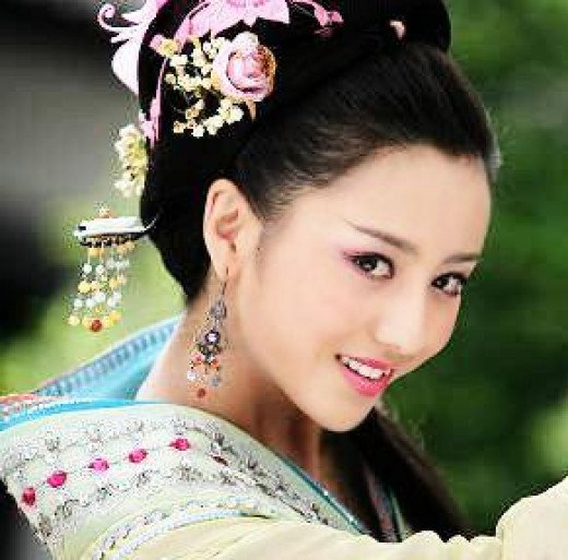 ballroom hairstyles : Traditional Chinese Hair And her hair accessories.