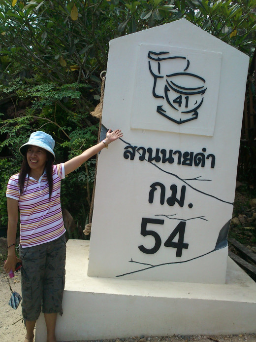 A variation on the Thai highway markers