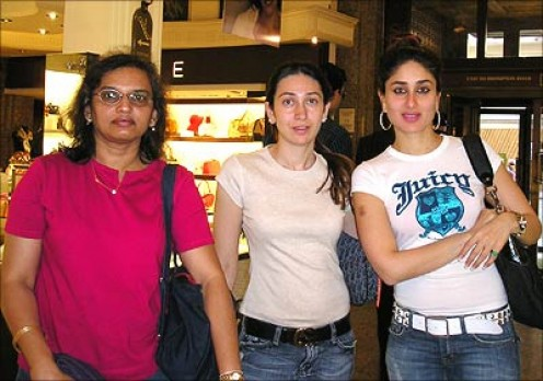 Kajol without make up looks! Kapoor Sister's - Karishma and Kareena