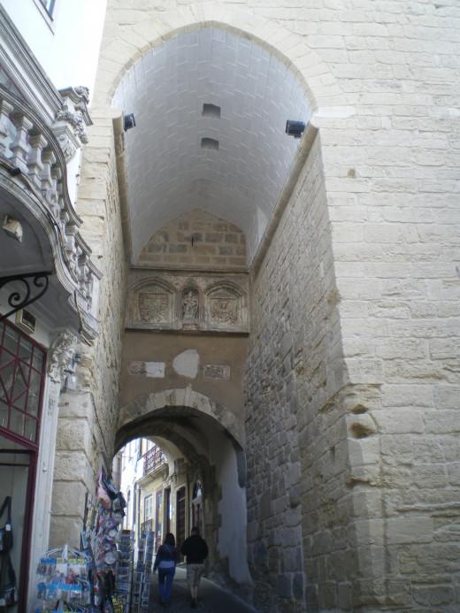Almedina Gate