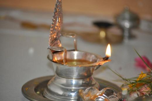 Traditional lamp (Kuttivalaku)