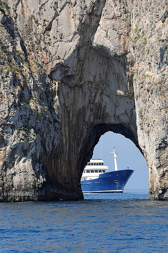 The big hole in the rocks draw the viewer's attention to the ship