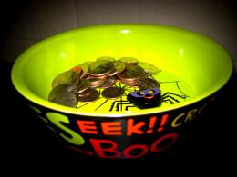 Hallmark candy dish as a coin holder!