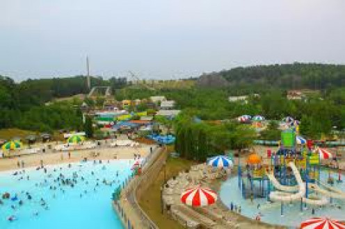 Splash Beach Water Park is located in Bessemer, Alabama and it has several tube slides.