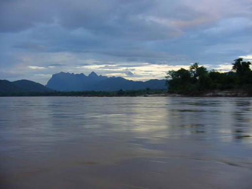 Mekong River during sunset at Luang Phrabang, north border of Thailand (Photo Credit: Chmouel -Samuel- Buodjnah)