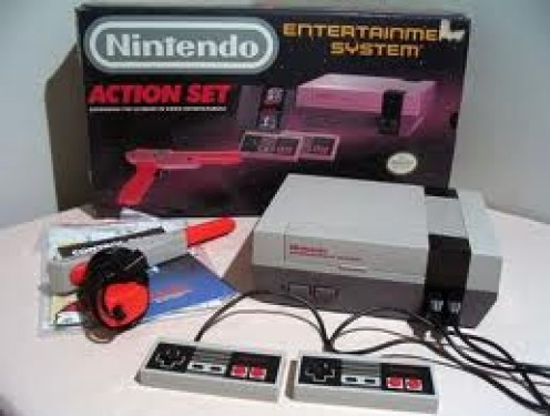 The original Nintendo came packed with Super Mario Brothers and Duck Hunt. Also, The NES had two controllers packaged with it.