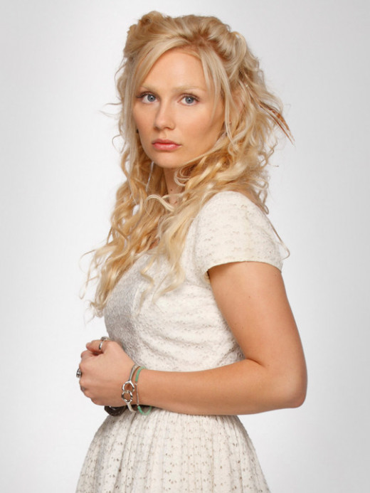 Clare Bowen as Scarlett O'Connor