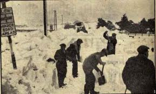 Clearing the road to nearby Moorsholm from the main Guisborough to Whitby road - although close to the bigger village of Lingdale, it was still easily isolated