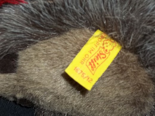 Ear tag with a slash between numbers.