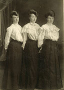 "Spencer Sisters See page for author [Public domain],  a href=""http://commons.wikimedia.org/wiki/File%3A"