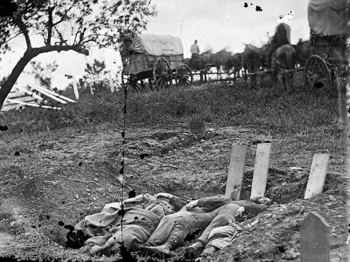 Soldiers who died during the battle,prepared for burial in a mass grave.