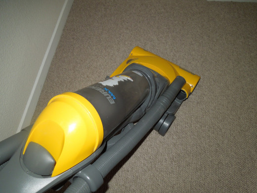 Eureka Bagless Upright Vacuum Cleaner - Disconnecting the Hose.