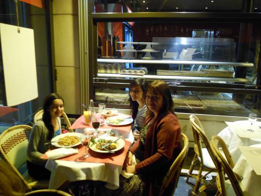 Dining Alfresco near the Eiffel Tower