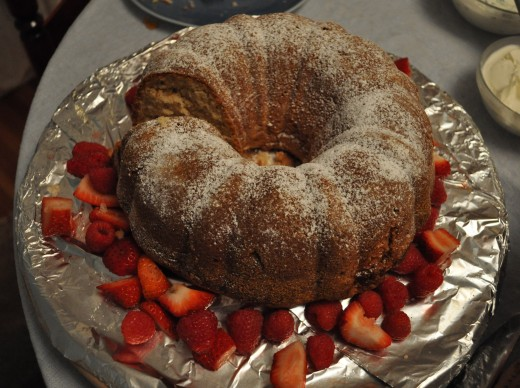 Bundt cake with strawberries.