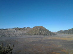 Visiting Bromo in Frugal Traveling.
