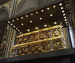 Shrine to the Magi, 12th-century reliquary made of solid gold, at Cologne Cathedral, Cologne, Germany.