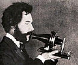 an actor playing Alexander Bell