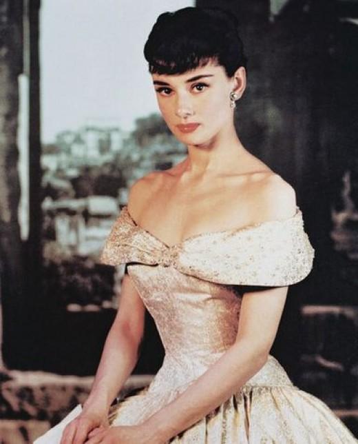 А брови, это, понятное дело, косплей Одри Хепберн, ваш К.О. Чудинище...