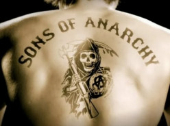 "Review: Sons of Anarchy ""Laying Pipe"""