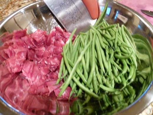 Bresaola (air dried beef) and fresh green beans are what was in my fridge and made and excellent one dish pasta meal.