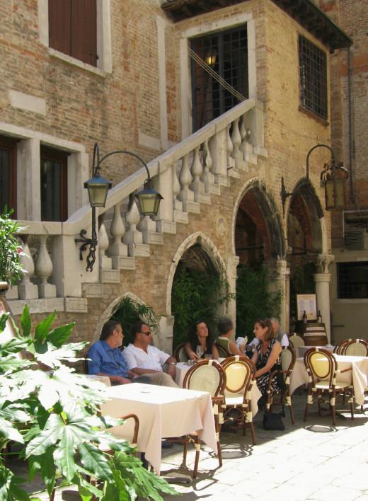 Cafe' in Venice