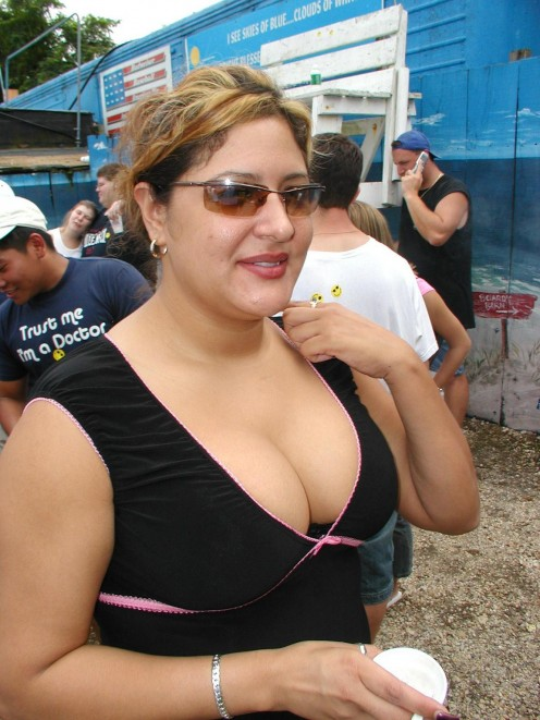 Sexy Indian Girls Showing Cleavage Photos Image 2