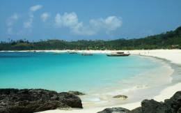 The breathtakingly beautiful Calaguas Beach