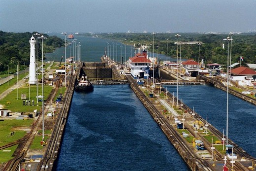 The Panama Canal Gatun locks were photographed by Stan Shebs on January 2, 2000.