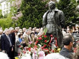 Citizens visiting a commemorative statue of Tito