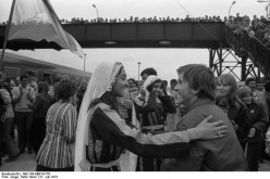"Berlin Festival: At Berlin-Schoenefeld Station, Palestinian Festival delegation being given a warm welcome by Berlin Members of the ""Free German Youth"" (FDJ), Julu 27, 1973"