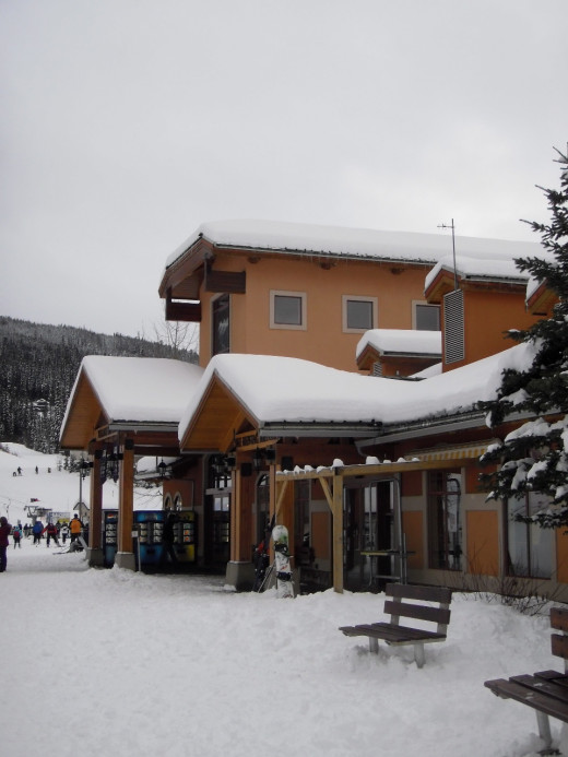 After skiing and snow boarding, warm up in the lodge or stay in the village for an apres-ski meal or drink.