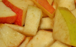 Chop the apples coarsely and cook them over medium-low heat.