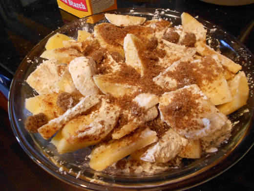 Place apples in dish or over pastry base if using and sprinkle over sugar, cinnamon and cornstarch