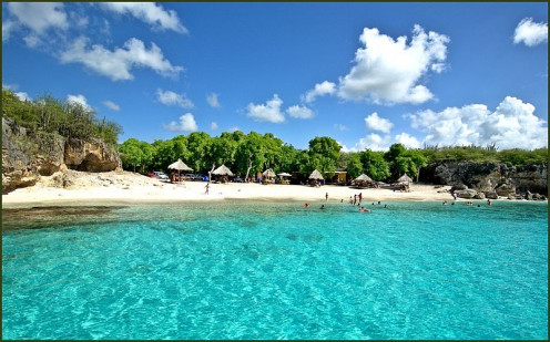 Kleine Knip beach in Curacao, the largest island of the three ABC islands.