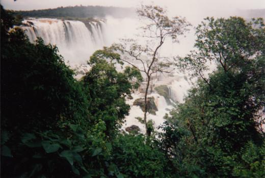 Iguazu Falls / Cataratas do Iguaçu (Portuguese) / Cataratas del Iguazú (Spanish)
