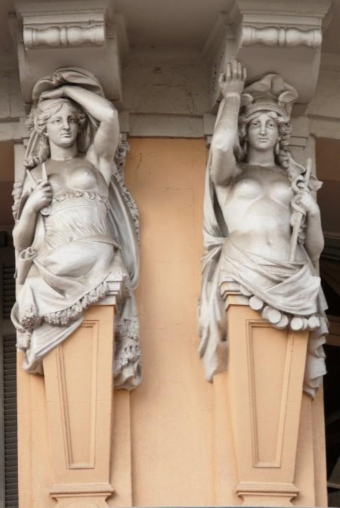 Caryatids, Place Vauban, 12 boulevard Carnot, Cannes