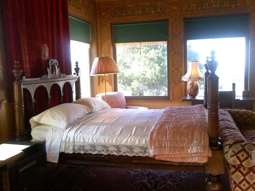 One of the guest rooms in Casa Del Mar