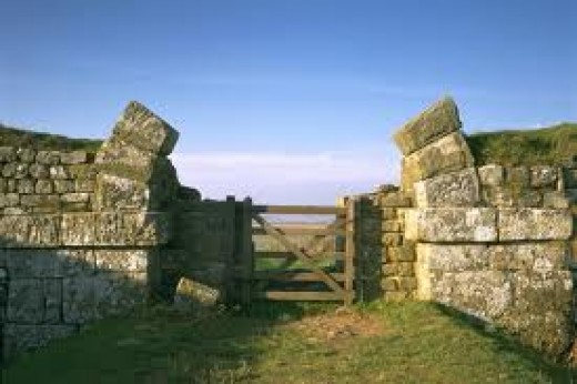 Milecastle gateway with the arch sides still in situ. Somebody found the higher stones useful and they're probably on a farm property nearby in the cow or cart shed.